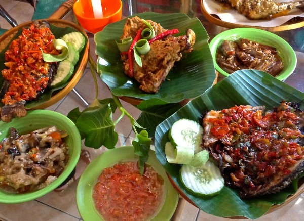 Image gallery traditional food for Authentic indonesian cuisine